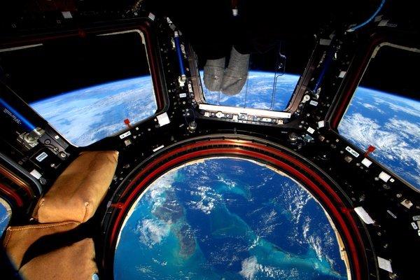 Земля в иллюминаторе видна!!!!