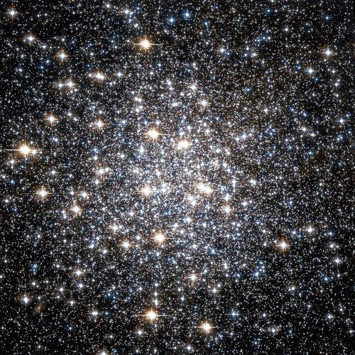 Шаровое скопление M 10 (также известное как Messier 10 или NGC 6254) является шаровым звёздным скоплением в созвездии Змееносца.